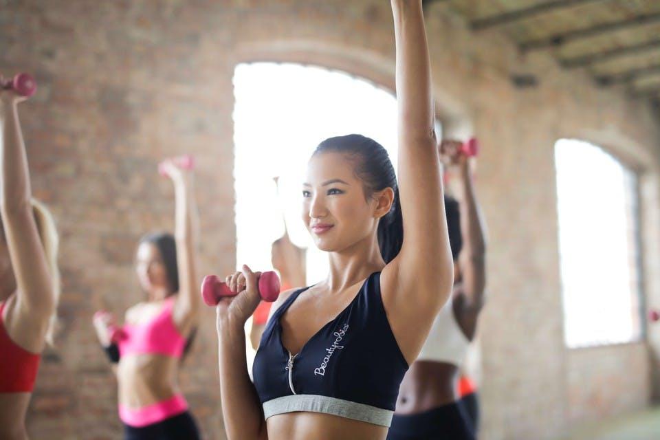 胸が垂れる原因5つ!見直すべき生活習慣&垂れ乳改善筋トレ・マッサージ法