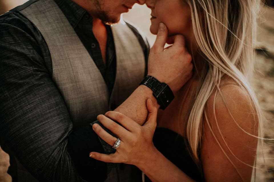 セックスレスがきっかけで既婚者同士のキスをしてしまう男女