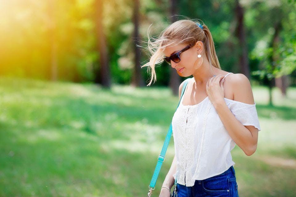ノンケミカルの日焼け止めを選んだ女性