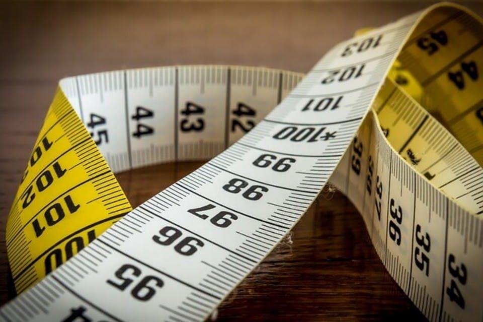 モテフィットのサイズを測るメジャー