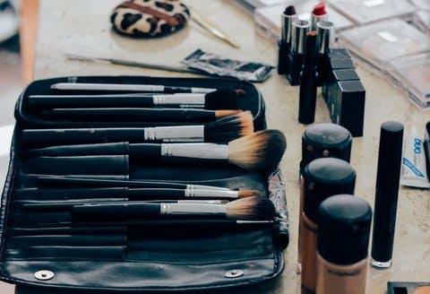 Medium make up 1209798 1280  1