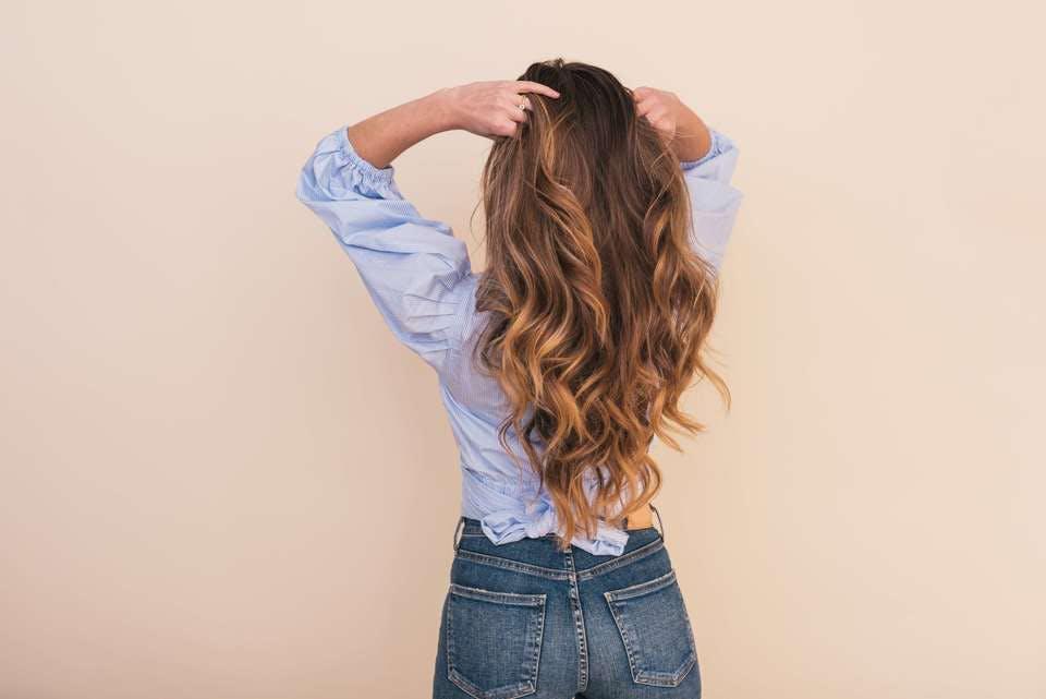 パーマの髪の毛
