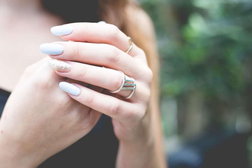 乾燥肌の手