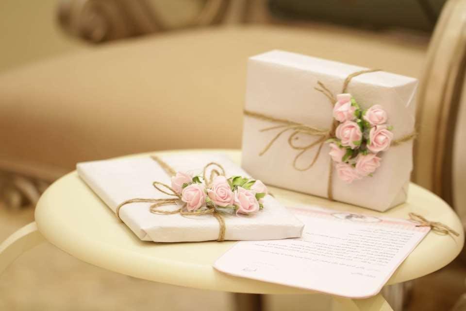 白い手作り誕生日カード