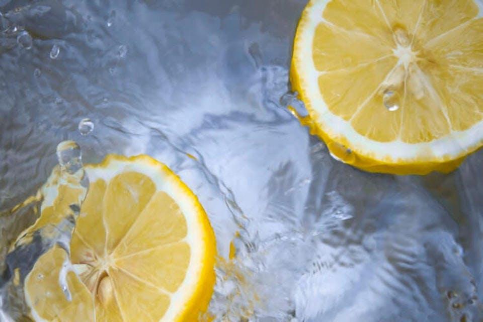 バスオイルの原料になるレモン