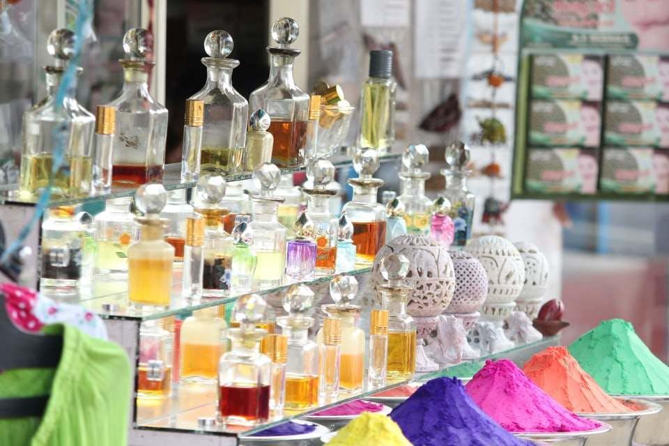 香水収納は見せ方一つでおしゃれに劇変!収納術&便利なアイテム