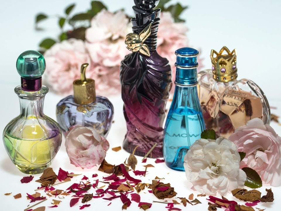 華やかな香水収納