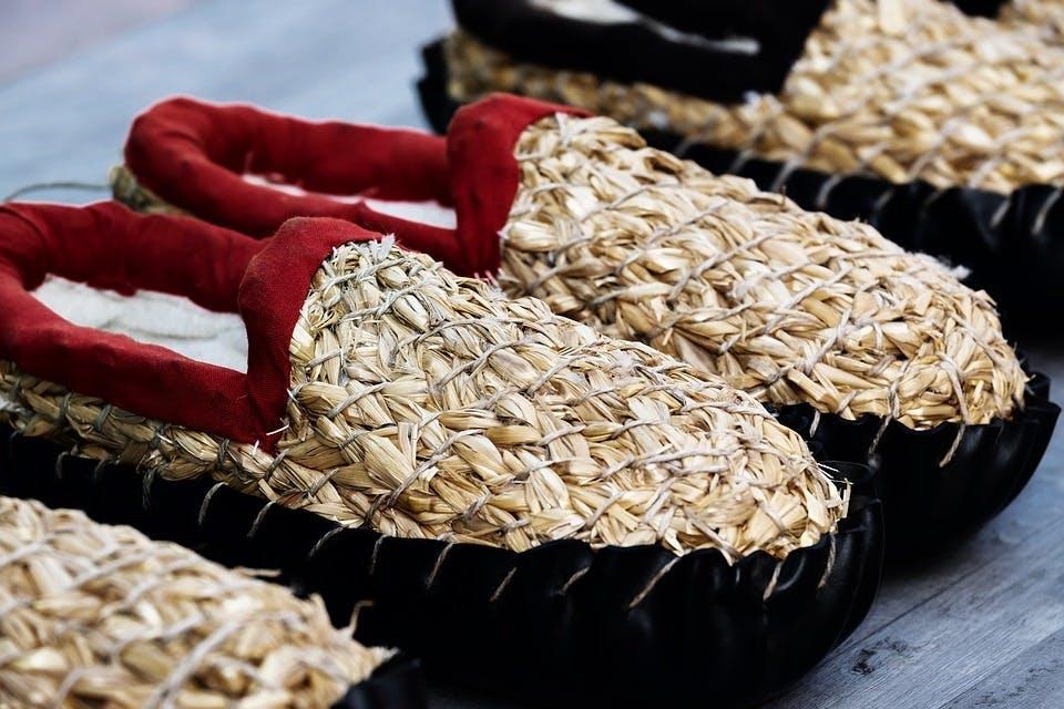 藁製のバブーシュ