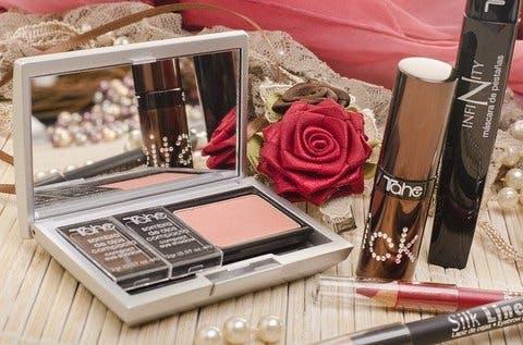 Medium makeup 2888141 640