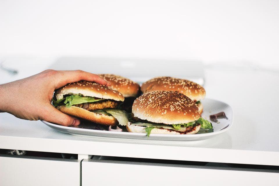 太らない夜食に向かないハンバーガーl