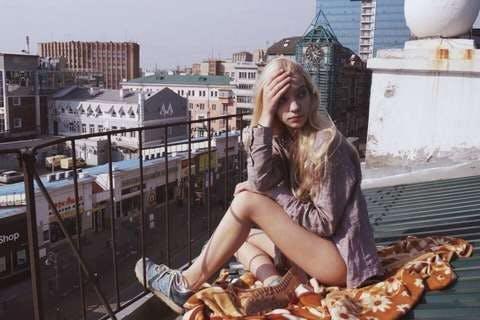 Medium woman sitting on roof 3235813  2   1
