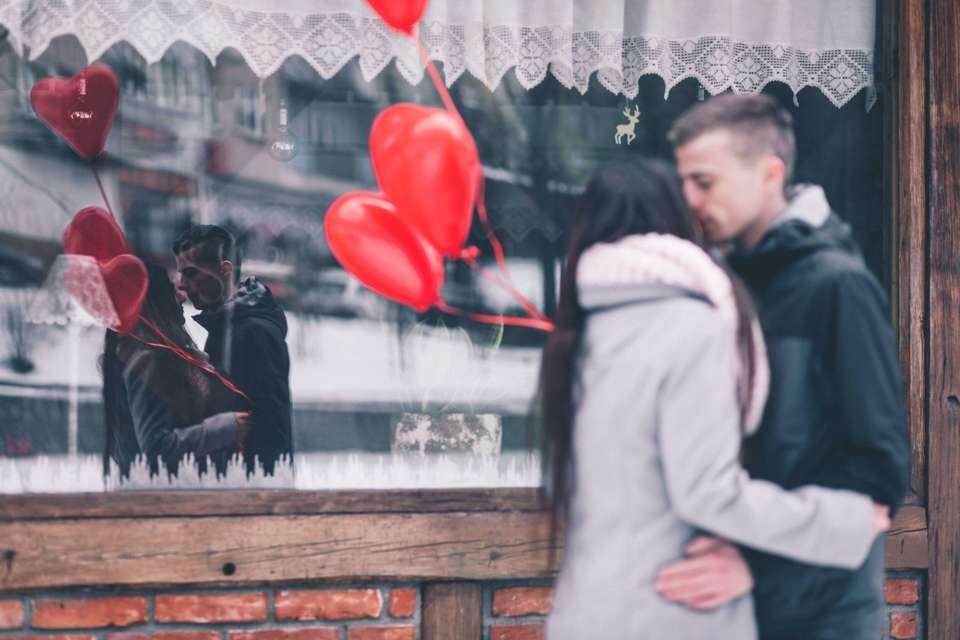 芸能人とキスするかわいい夢の情景