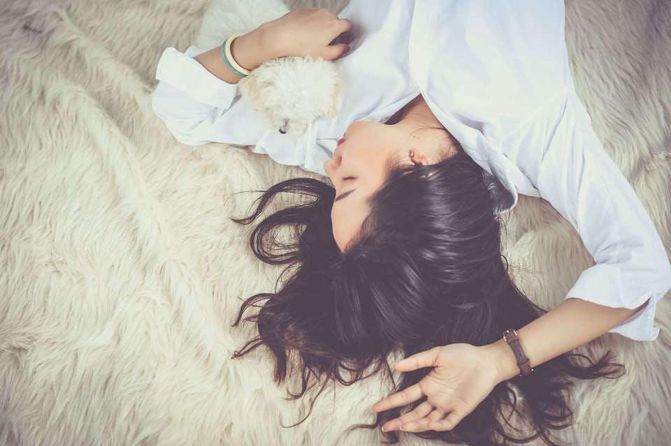 芸能人とキスする夢を見る女性