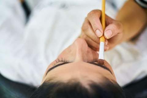 Medium person holding makeup brush 3065293