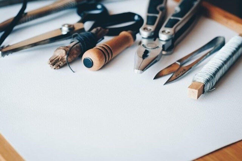 ヘアアイロンの収納をつくる道具