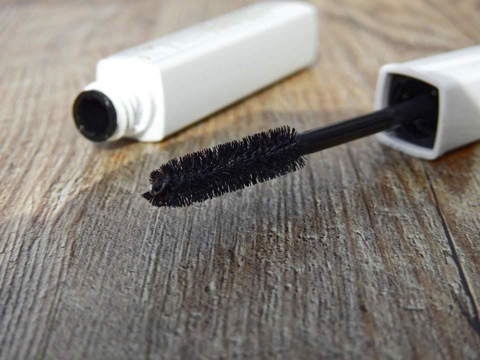 プロにきいた!まつげ美容液の効果的な塗り方♡使い方の注意点&おすすめランキング10選