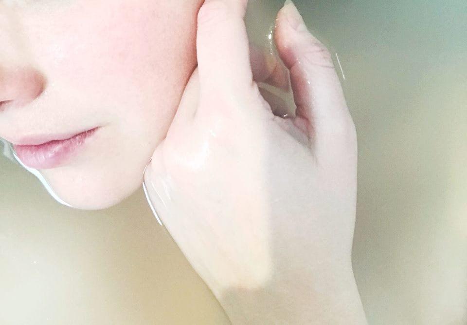 乳液洗顔をしている肌