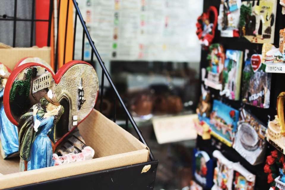 おしゃれなアイテムが並ぶ新宿の雑貨屋