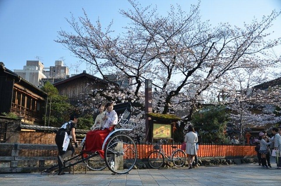 人力車で京都の御朱印巡りをする人