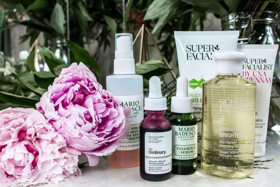 様々な混合肌向けの高級化粧水とオイル