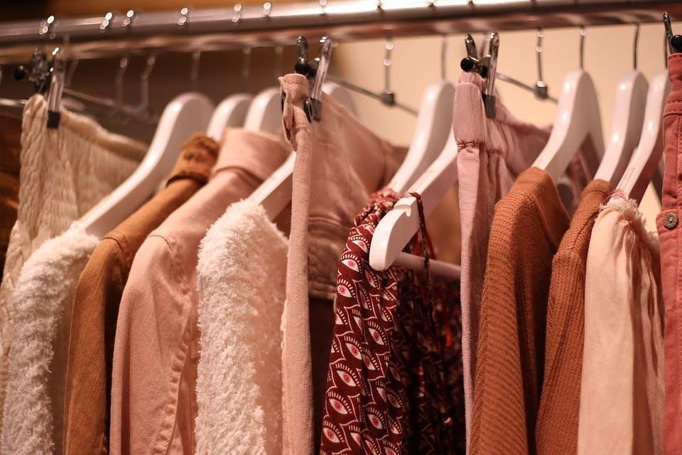 人気ファッションレンタルの服