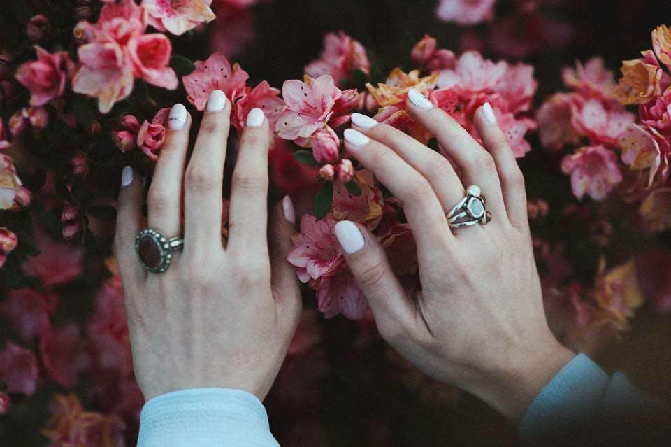 花をイメージしたセルフ春ネイル
