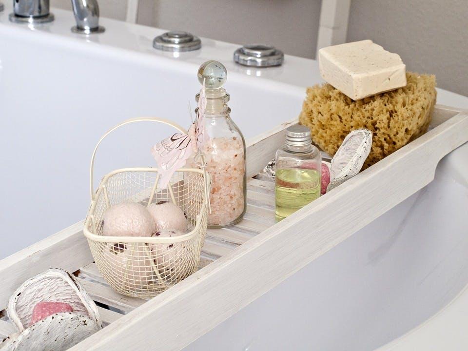 ロクシタンのボディソープが置かれたお風呂