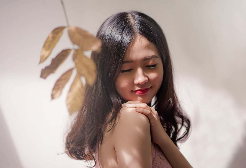 洗顔のタイミングを抑えて美しい肌を保つ女性