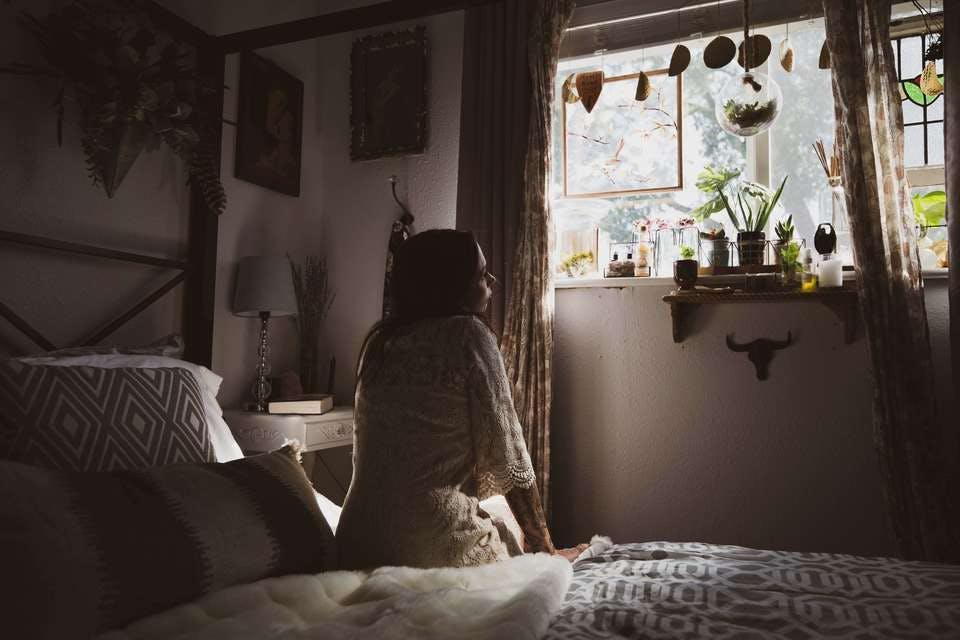 朝起きてすぐのタイミングで洗顔をする人