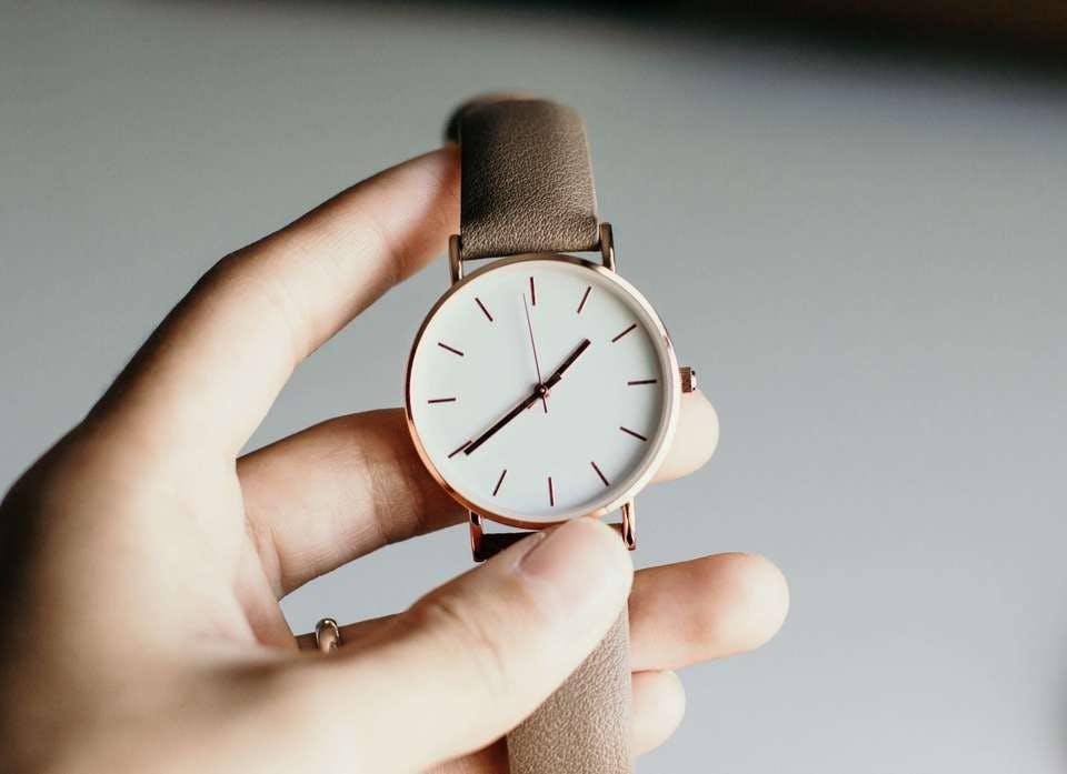 100均の時計をレザーベルトでリメイクする人