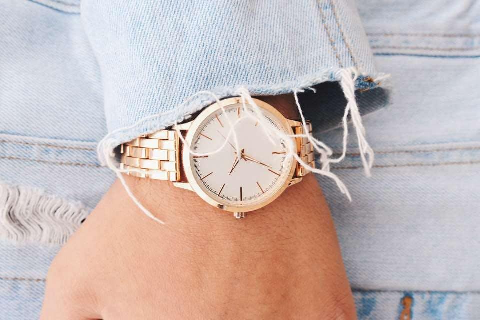 100均のピンクくゴールドの時計