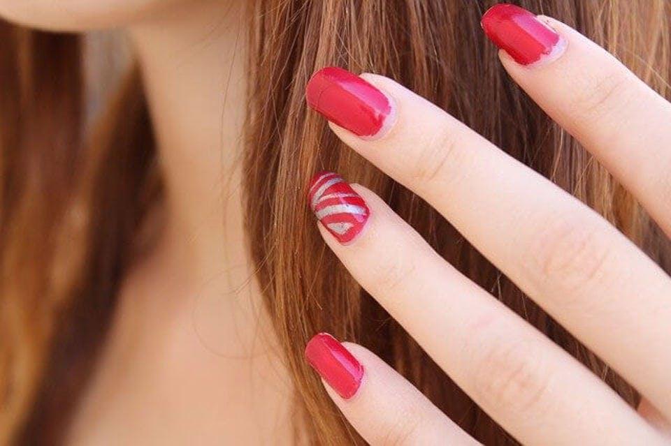 かわいい赤ネイル