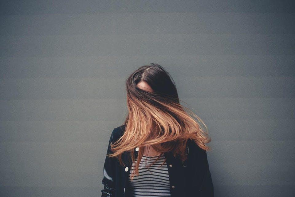 ミルクティーブラウンの髪色アレンジ例4選!さまざまな染め方も紹介!