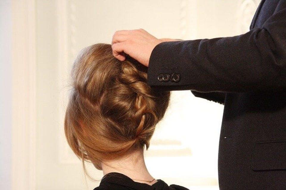 シニョンの女性の髪型